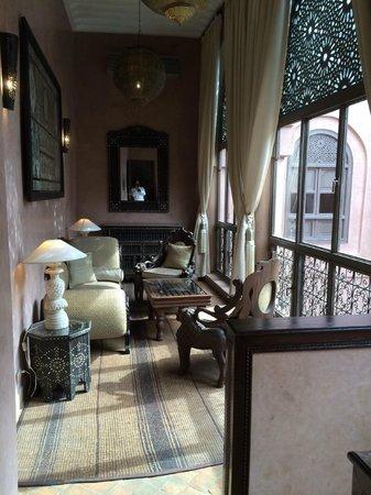 Riad Noir d'Ivoire: Guepard Suite lounge area