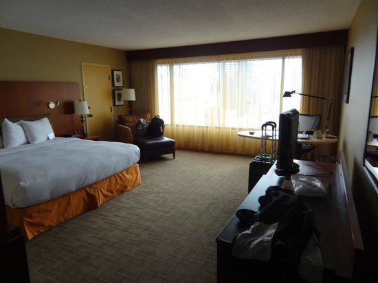 Hilton Toronto : Room with king bed