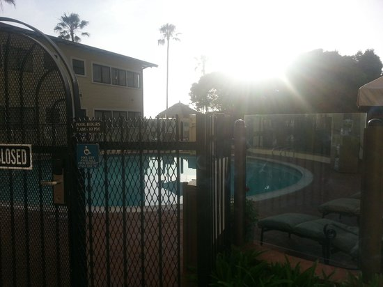 Grande Colonial La Jolla : View of Pool From Patio/ Sunset
