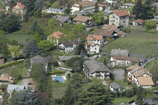 Hotel Garni Tannerhof: Luftaufnahme des Hotels.