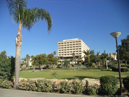 """St Raphael Resort: """"ажурное"""" здание"""