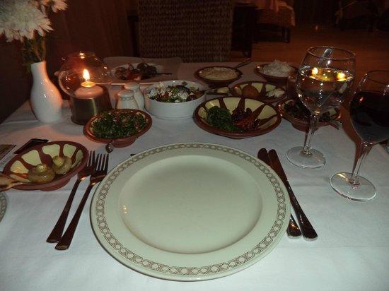 St Raphael Resort: мезе в ресторане Phoenician (по записи, бесплатно)