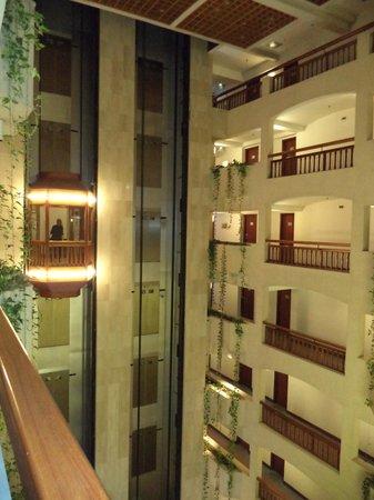 St Raphael Resort: холл