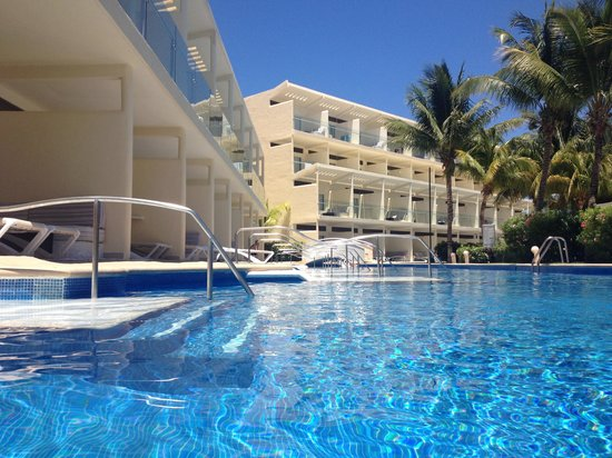Azul Beach Resort Riviera Cancun : Adult swim up rooms - worth every penny!