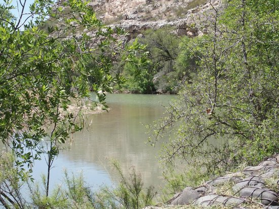Montezuma Castle National Monument : The nearby river