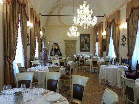 Castello Bevilacqua: salone