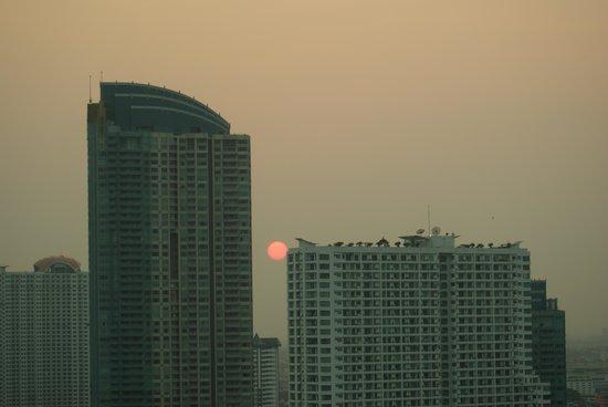 Chatrium Hotel Riverside Bangkok: vista do quarto - por do sol
