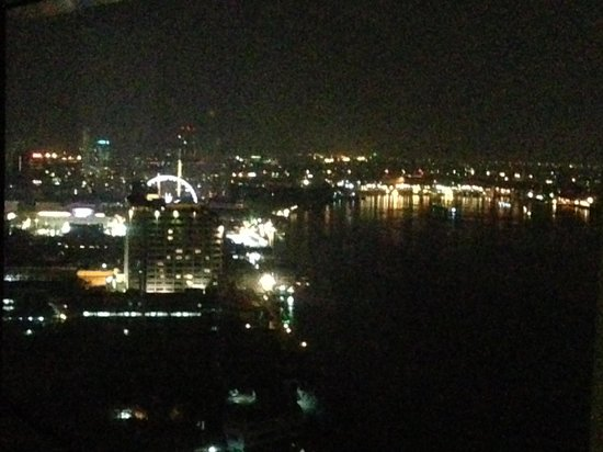 Chatrium Hotel Riverside Bangkok: vista noturna