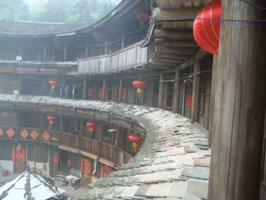 Weiqunlou Earth Building Hostel: Tulou