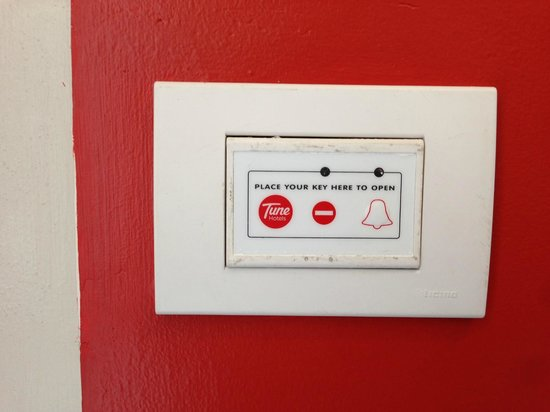 Red Planet Timog : where to insert key card/no need for don't disturb sign