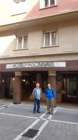 Maisonnave Hotel: Front of the Hotel...great location