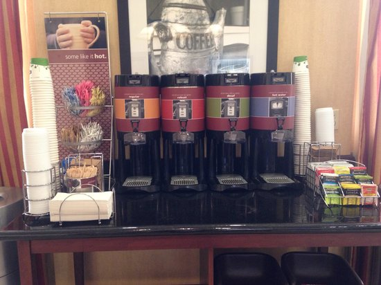 Hampton Inn & Suites Los Angeles Burbank Airport: Hot a Drink Station