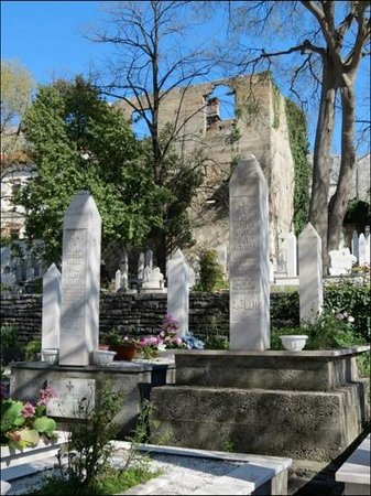 "Dubrovnik Day Tours: ""New"" Muslim Cemetery in Mostar with dead from the Bosnian War."