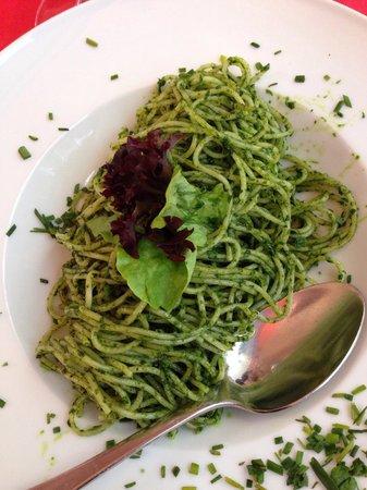 Saran Essbar: Pesto spaghetti - delicious!