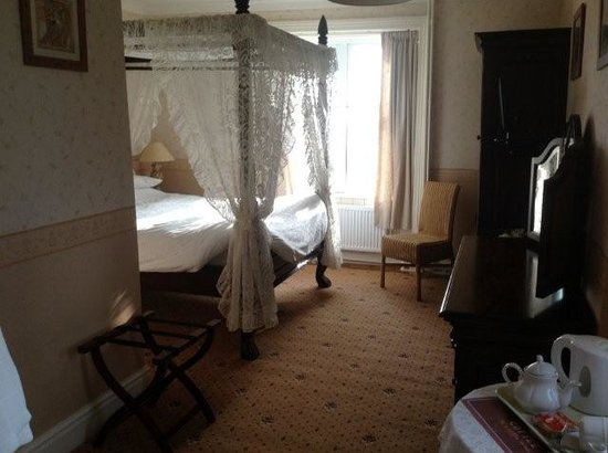 Cadwgan - Inn: Room 3 / Honeymoon Suite