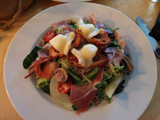 Talea Bistro Urbain: Warm goat cheese salad