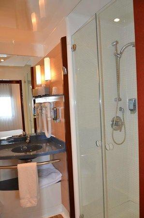 Novotel Suites Calais Coquelles Tunnel sous La Manche : Salle de bain