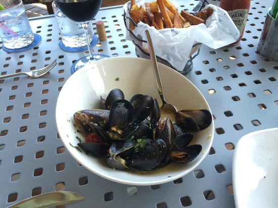 Grande Cru Restaurant and Wine Bar: Prince Edward Island mussels and handcut fries