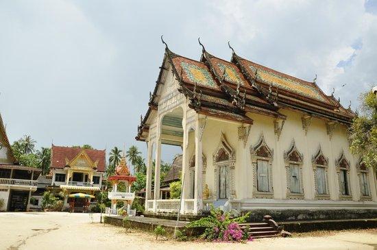Wat Kiri Wongkaram: вид сбоку