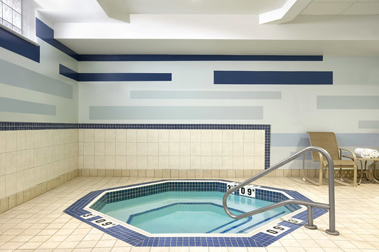 Four Points by Sheraton Waterloo-Kitchener : Hot Tub