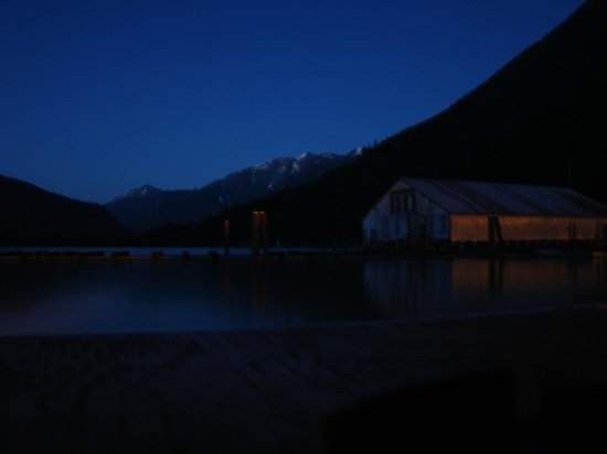 The Float House Inn: Night View from the lower deck