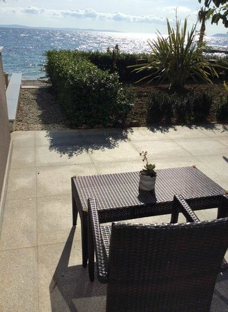 Beach Hotel Split: Room 51, private terrace and garden with access to beach