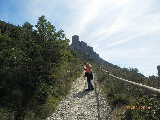 Château de Quéribus : le chemin qui méne a queribus en avril 2014