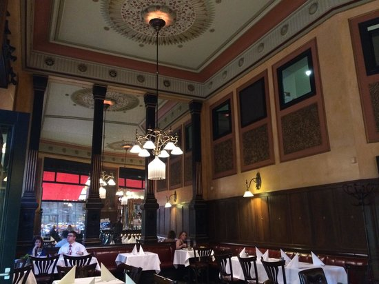 Central Cafe and Restaurant: Interior