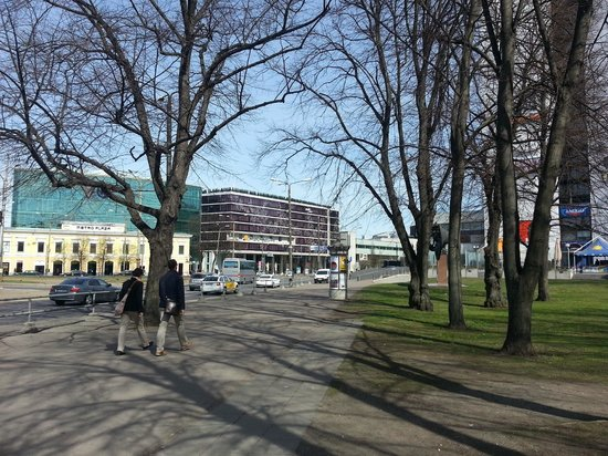 Nordic Hotel Forum : L'hotel visto dal parco