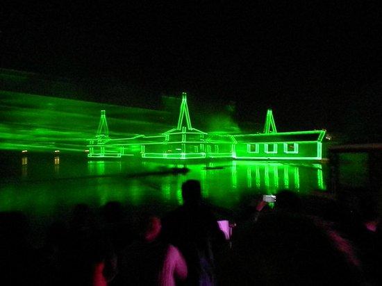 Thermal Lake of Heviz: Лазерное шоу на открытии сезона