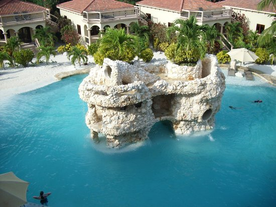 Coco Beach Resort: one of the pools
