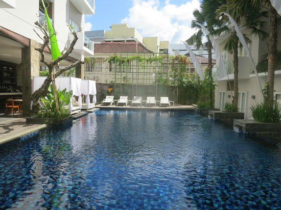 Grand Ixora Kuta Resort: The pool
