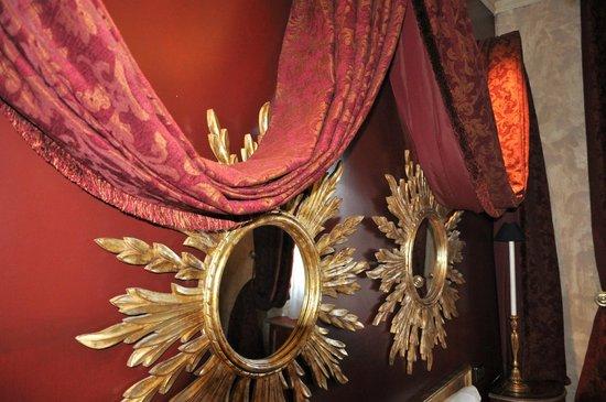 Hotel San Anselmo: Spiegelzimmer
