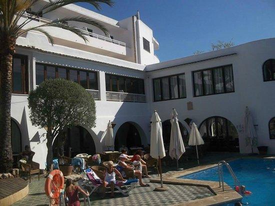 Gavimar Cala Gran Costa del Sur Hotel & Resort: bar and pool area