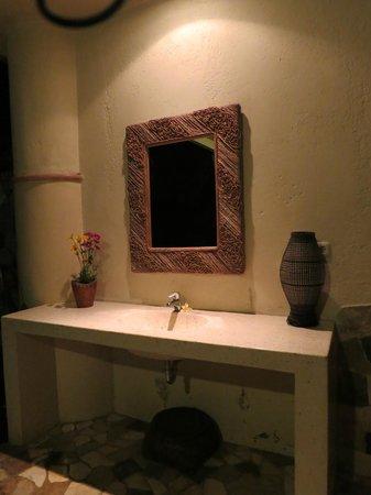 Puri Cantik Bungalow: Lotus Room's Bathroom