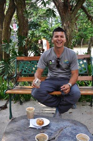 Mucho Gusto Panama Day Tours: Oscar enjoying el café in El Valle!