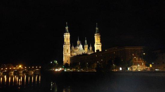 Basilica de Nuestra Senora del Pilar: Desde el Puente de Santiago