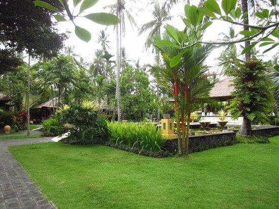 Nirwana Resort and Spa: Gardens