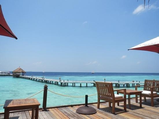 smartline Eriyadu : bar met uitzicht op de pier