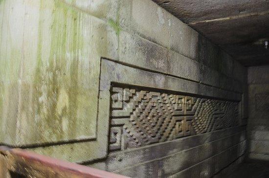 Tombs in Mitla (tumbas en Mitla)
