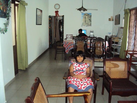 Mount Lavinia Home Stay : The living room