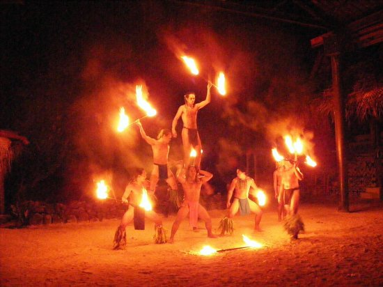 Tiki Village Cultural Centre : Spectacle