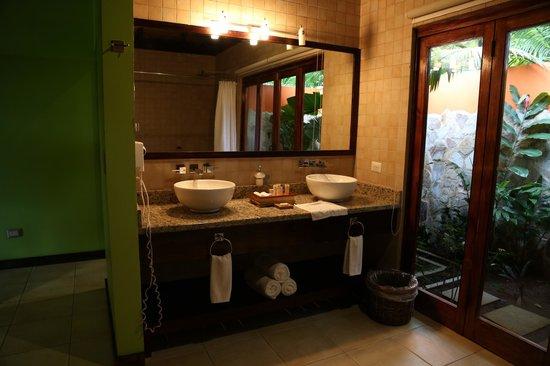 Rio Celeste Hideaway Hotel: Nice bathroom