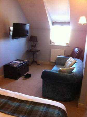 The Pheasant: lounge area with swivel tv