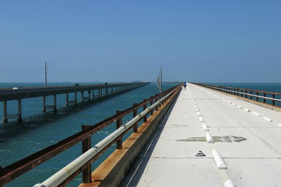Seven Mile Bridge: you can walk for a long ways