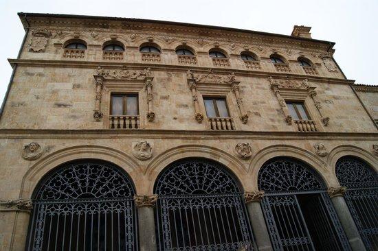 Salina's Palace: fachada a la calle San Pablo