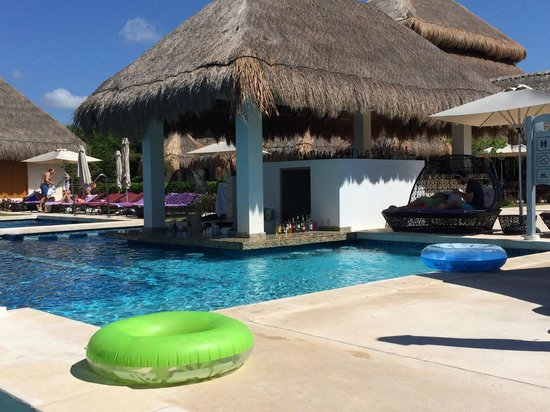 Paradisus Playa Del Carmen La Esmeralda: Pool bar at La Perla
