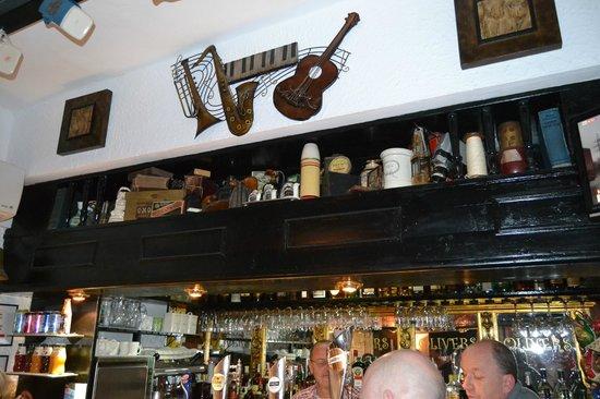Olivers Bar: interior