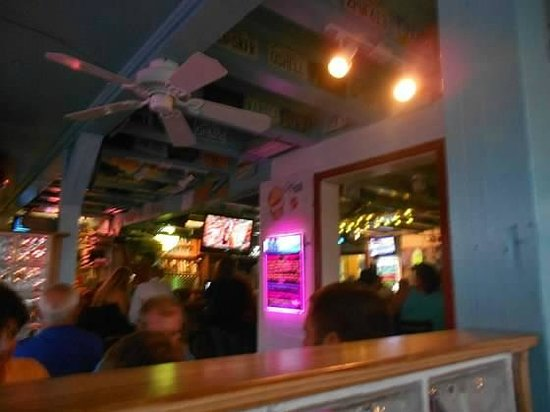 Tortugas' Lie Shellfish Bar: blurry, but the inside view from our table