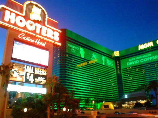 Hooters Casino Hotel : close to the strip!
